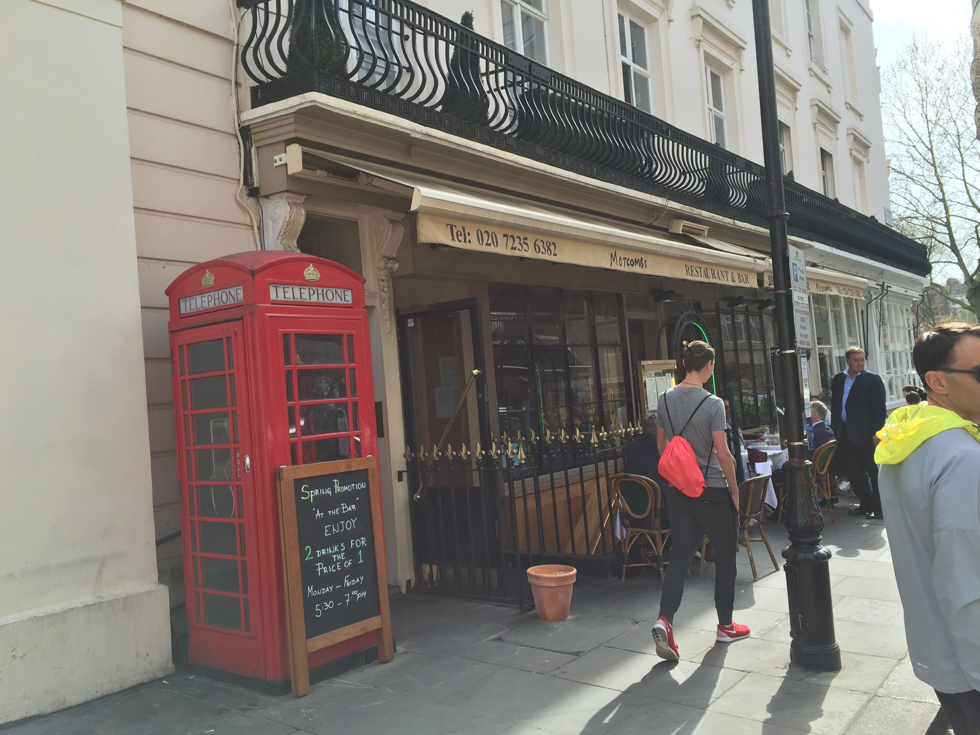 Motcomb Street Cafes